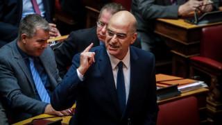 Μία σπάνια στιγμή μέσα στη Βουλή: Ο ΣΥΡΙΖΑ χειροκρότησε τη ΝΔ