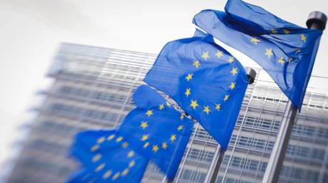 Economist: Η ευρωζώνη επιστρέφει στα πρόθυρα της ύφεσης