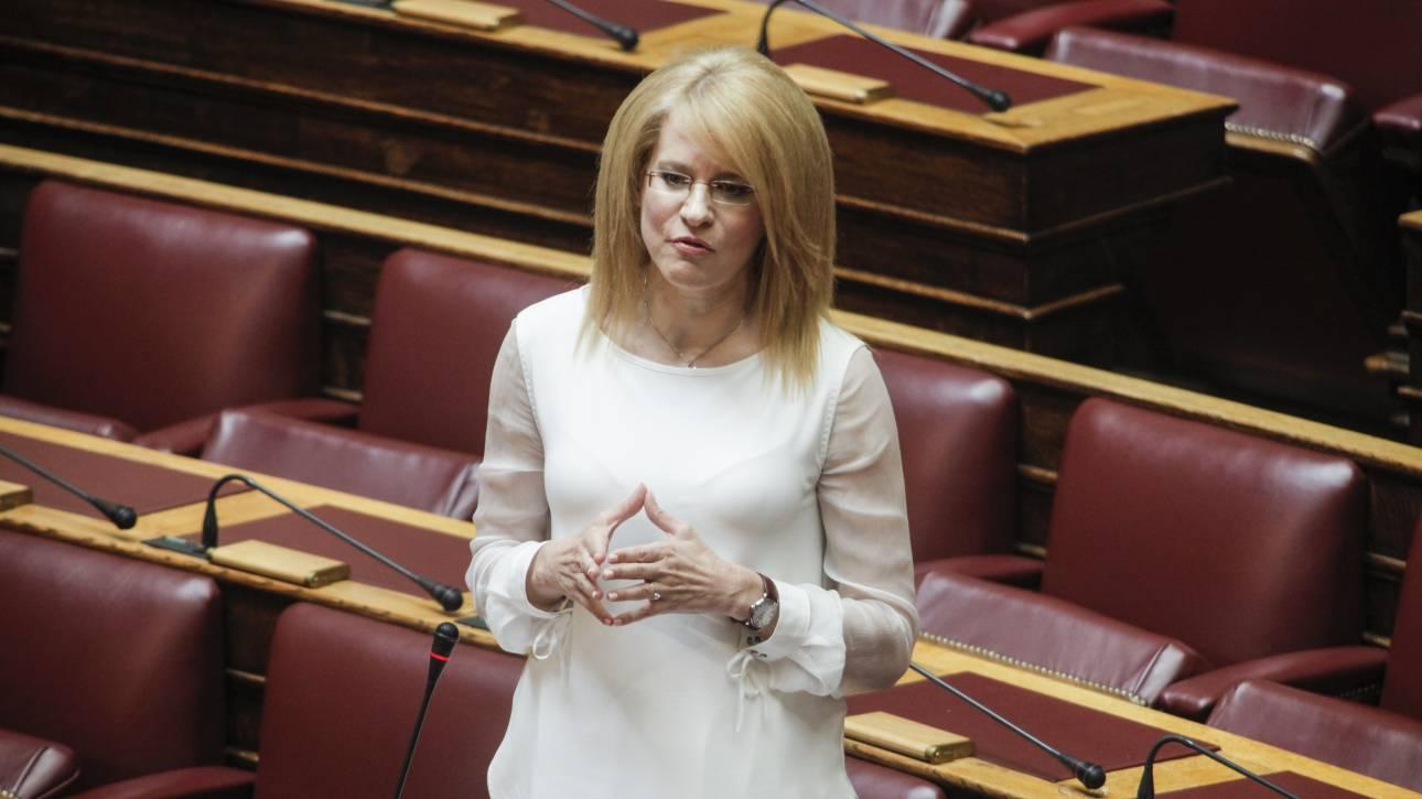 Σφοδρή αντιπαράθεση ΣΥΡΙΖΑ-ΝΔ για την επίθεση στο σπίτι της Τζάκρη