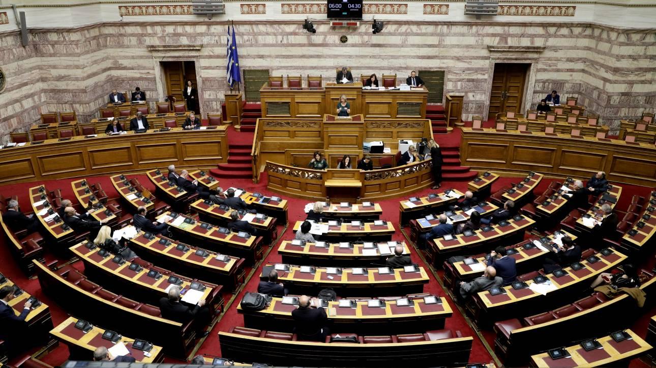 152 + Παπακώστα: Οριακή πλειοψηφία για τη Συμφωνία των Πρεσπών