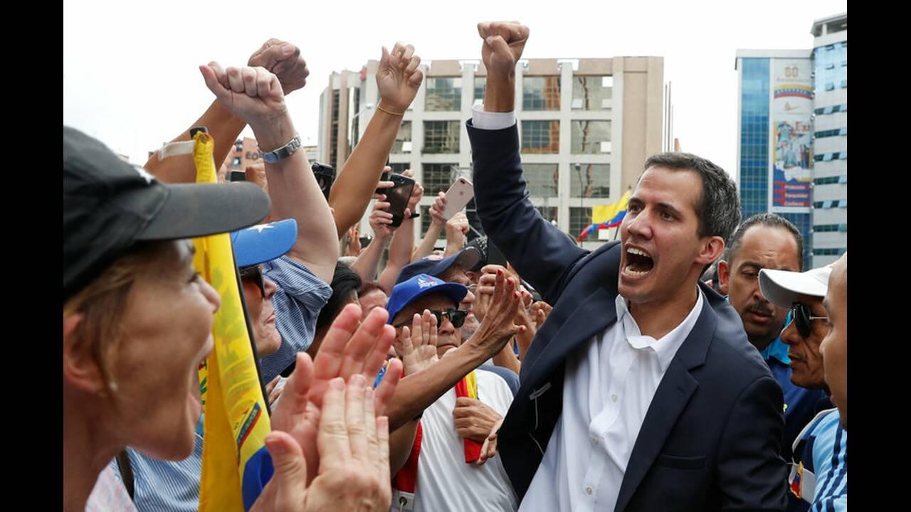 https://cdn.cnngreece.gr/media/news/2019/01/24/163163/photos/snapshot/2019-01-23T181830Z_832012727_RC1D17BA3360_RTRMADP_3_VENEZUELA-POLITICS.jpg