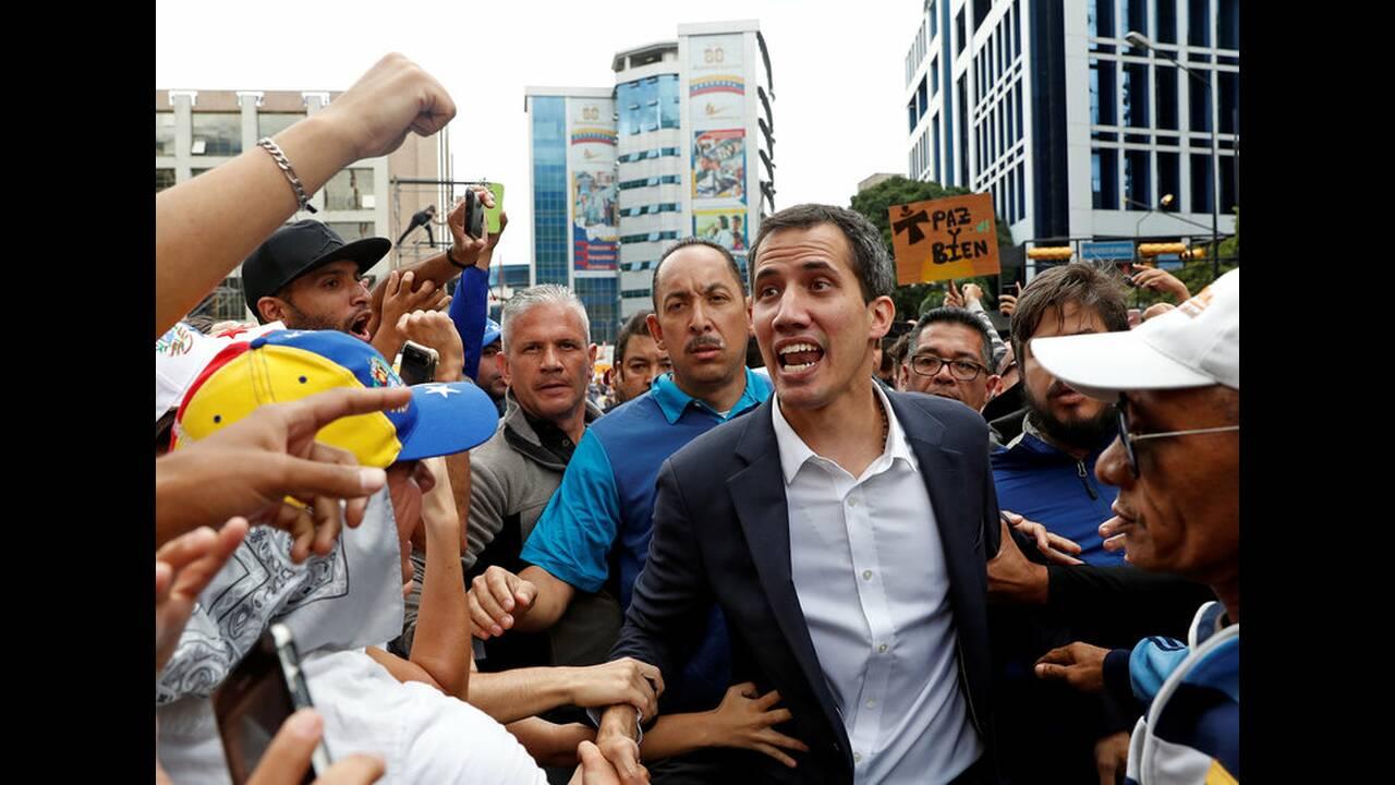 https://cdn.cnngreece.gr/media/news/2019/01/24/163163/photos/snapshot/2019-01-23T182455Z_361839660_RC1FCBA30650_RTRMADP_3_VENEZUELA-POLITICS.jpg