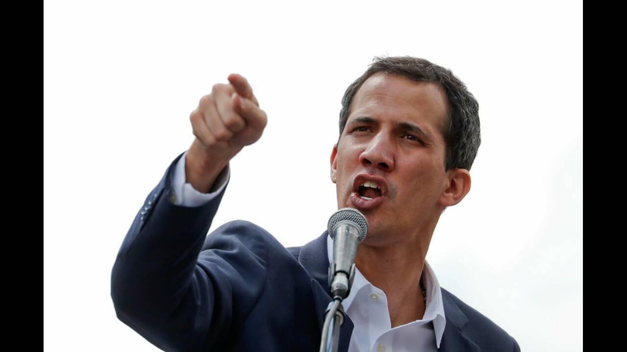 https://cdn.cnngreece.gr/media/news/2019/01/24/163163/photos/snapshot/2019-01-23T183443Z_162729984_RC1C66A90750_RTRMADP_3_VENEZUELA-POLITICS.jpg