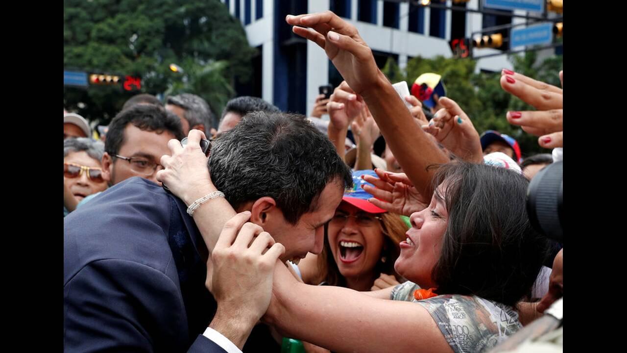 https://cdn.cnngreece.gr/media/news/2019/01/24/163163/photos/snapshot/2019-01-23T184055Z_1939641733_RC1B45426EB0_RTRMADP_3_VENEZUELA-POLITICS.jpg