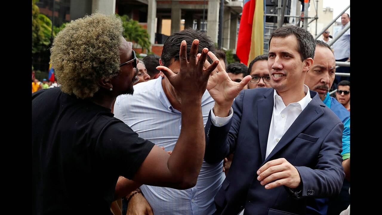 https://cdn.cnngreece.gr/media/news/2019/01/24/163163/photos/snapshot/2019-01-23T184803Z_1090995216_RC13AC738630_RTRMADP_3_VENEZUELA-POLITICS.jpg