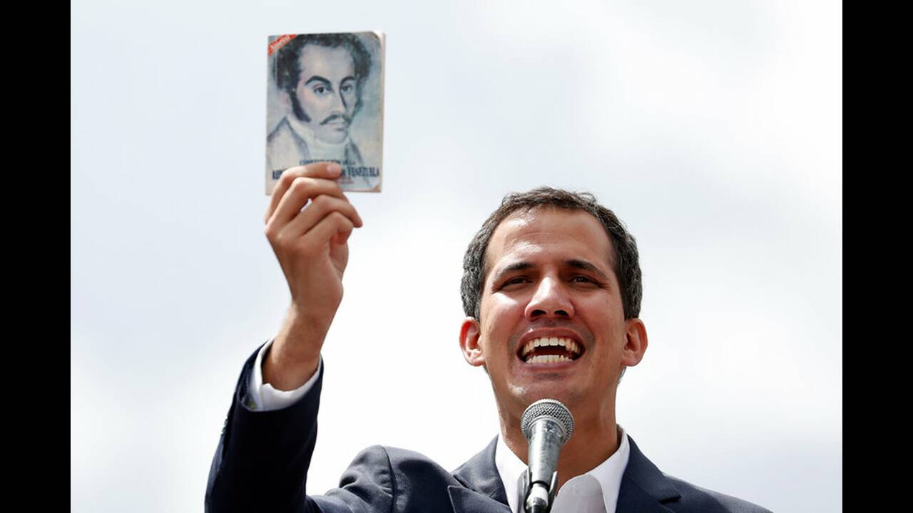 https://cdn.cnngreece.gr/media/news/2019/01/24/163163/photos/snapshot/2019-01-23T185121Z_1801066369_RC17BDD9F400_RTRMADP_3_VENEZUELA-POLITICS.jpg