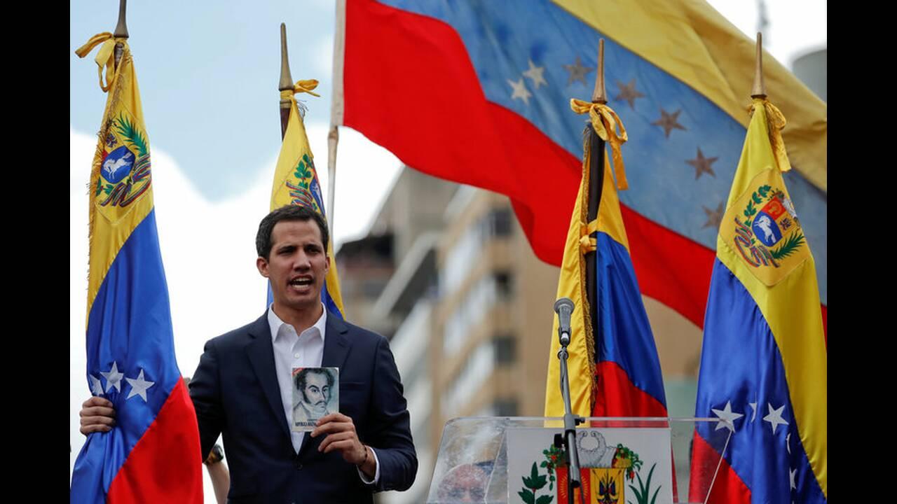 https://cdn.cnngreece.gr/media/news/2019/01/24/163163/photos/snapshot/2019-01-23T185301Z_2102818784_RC12E844F3F0_RTRMADP_3_VENEZUELA-POLITICS-1.jpg
