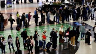 Πώς ένα ζευγάρι παπούτσια προκάλεσε χάος σε αεροδρόμιο του Παρισιού
