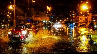 Κακοκαιρία: Σφοδρή καταιγίδα πλήττει την Αττική