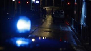 Συναγερμός στα Εξάρχεια: Άνδρας έβαλε δύο φωτιές και ταμπουρώθηκε σε σπίτι για να μην συλληφθεί