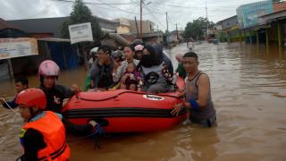 Φονικές πλημμύρες στην Ινδονησία: Τουλάχιστον 59 νεκροί