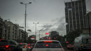 Κακοκαιρία: Κυκλοφοριακό «έμφραγμα» στους δρόμους της Αθήνας λόγω βροχής