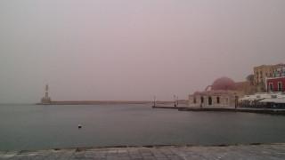 Καιρός - Κόκκινη ομίχλη: Το περίεργο φαινόμενο που «σκέπασε» τα Χανιά