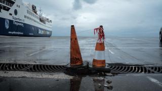 Κακοκαιρία: Δεμένα πλοία και προβλήματα στο οδικό δίκτυο λόγω του «Φοίβου»