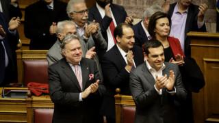 Πανηγυρισμοί στη Βουλή μετά την υπερψήφιση της Συμφωνίας των Πρεσπών