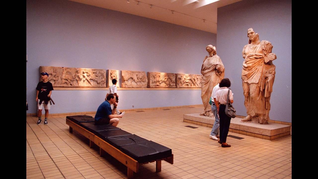 Διευθυντής Βρετανικού Μουσείου: Δεν επιστρέφουμε, ούτε δανείζουμε τα Γλυπτά του Παρθενώνα - CNN.gr
