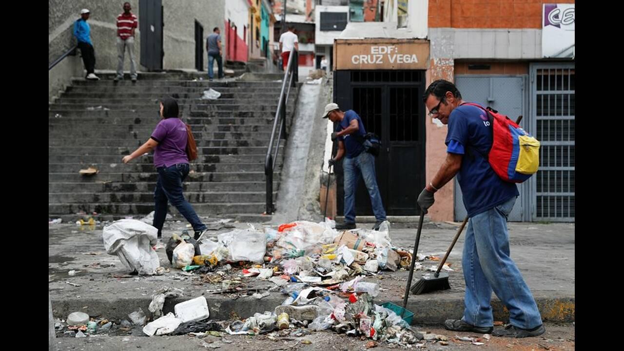 https://cdn.cnngreece.gr/media/news/2019/01/26/163379/photos/snapshot/2019-01-24T141052Z_4737108_RC12712F8E90_RTRMADP_3_VENEZUELA-POLITICS.JPG