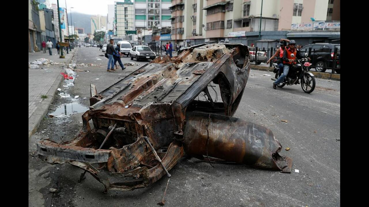 https://cdn.cnngreece.gr/media/news/2019/01/26/163379/photos/snapshot/2019-01-24T141406Z_286270296_RC1117C49DB0_RTRMADP_3_VENEZUELA-POLITICS.JPG