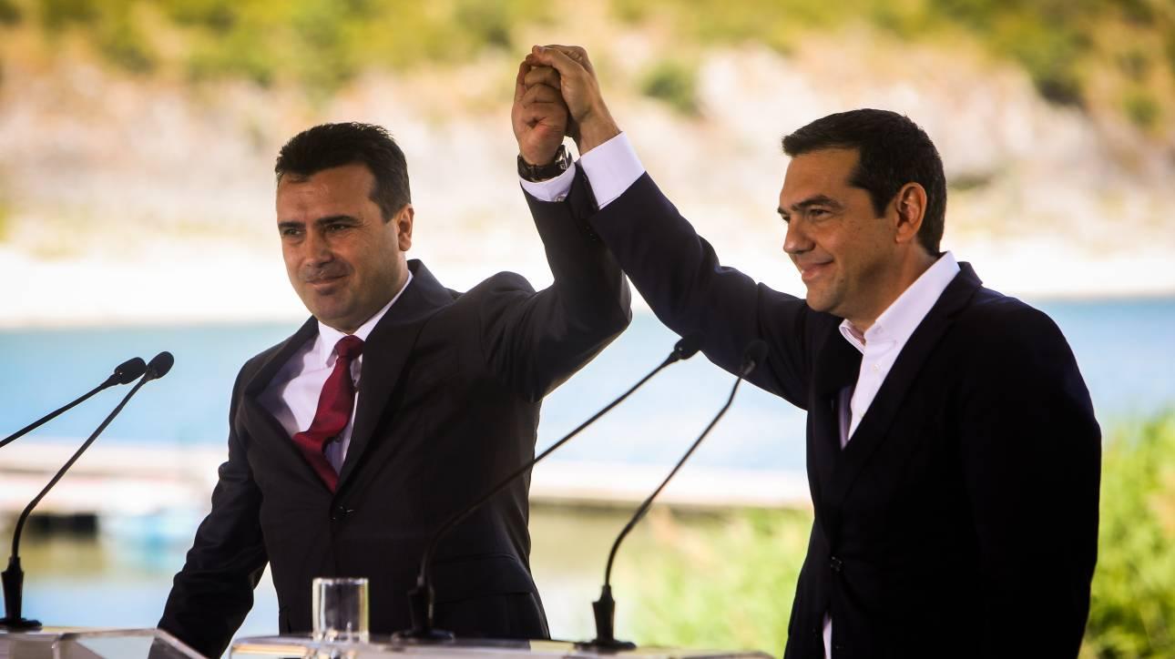 Θρίαμβος εκτός, πανωλεθρία εντός: Η Συμφωνία των Πρεσπών ενθουσιάζει και διχάζει
