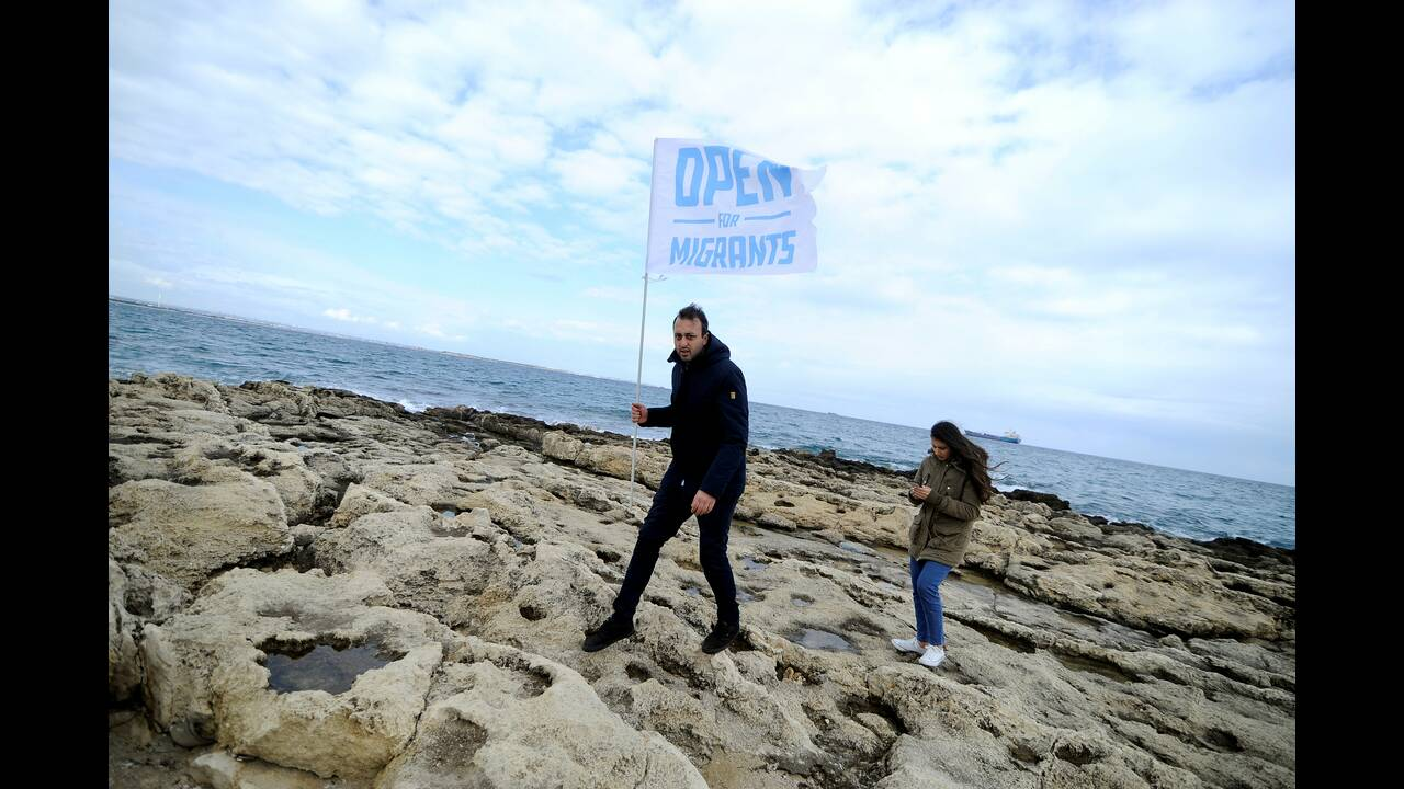 https://cdn.cnngreece.gr/media/news/2019/01/26/163399/photos/snapshot/2019-01-26T135132Z_604278282_RC18C7C2A5B0_RTRMADP_3_EUROPE-MIGRANTS-ITALY.JPG