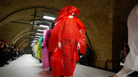 Εβδομάδα Μόδας του Λονδίνου: «Πλαστικά» ντεφιλέ και περιβαλλοντικές ανησυχίες
