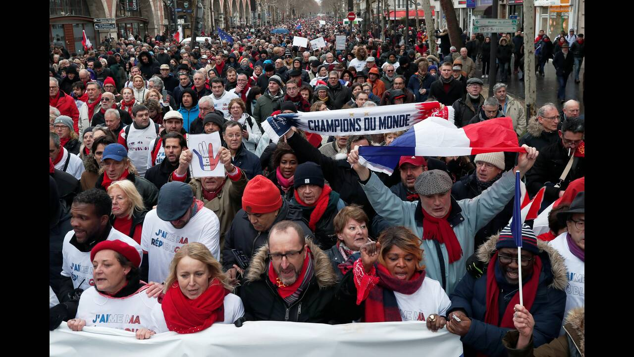 https://cdn.cnngreece.gr/media/news/2019/01/27/163490/photos/snapshot/2019-01-27T163534Z_600911515_RC163DE7EA90_RTRMADP_3_FRANCE-PROTESTS-COUNTER-PROTEST.JPG