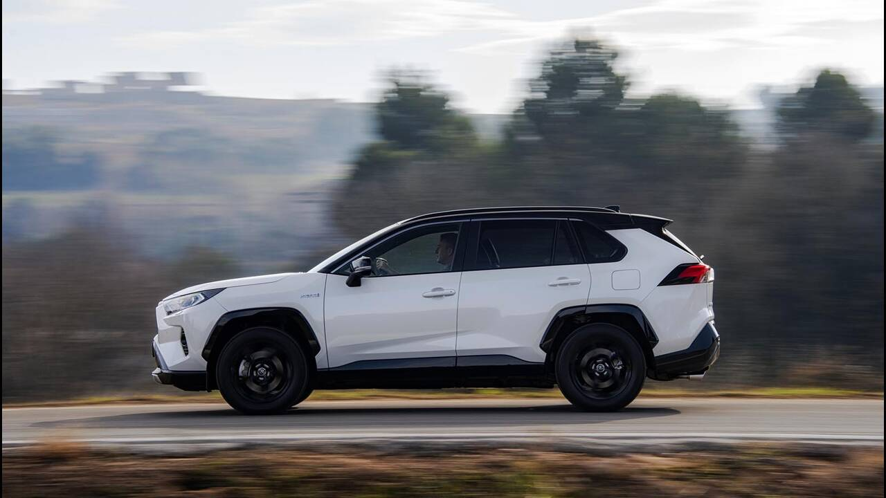 https://cdn.cnngreece.gr/media/news/2019/01/27/163491/photos/snapshot/TOYOTA-RAV4-2019-17.jpg
