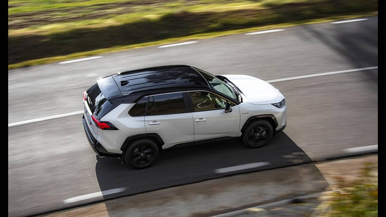 https://cdn.cnngreece.gr/media/news/2019/01/27/163491/photos/snapshot/TOYOTA-RAV4-2019-2.jpg