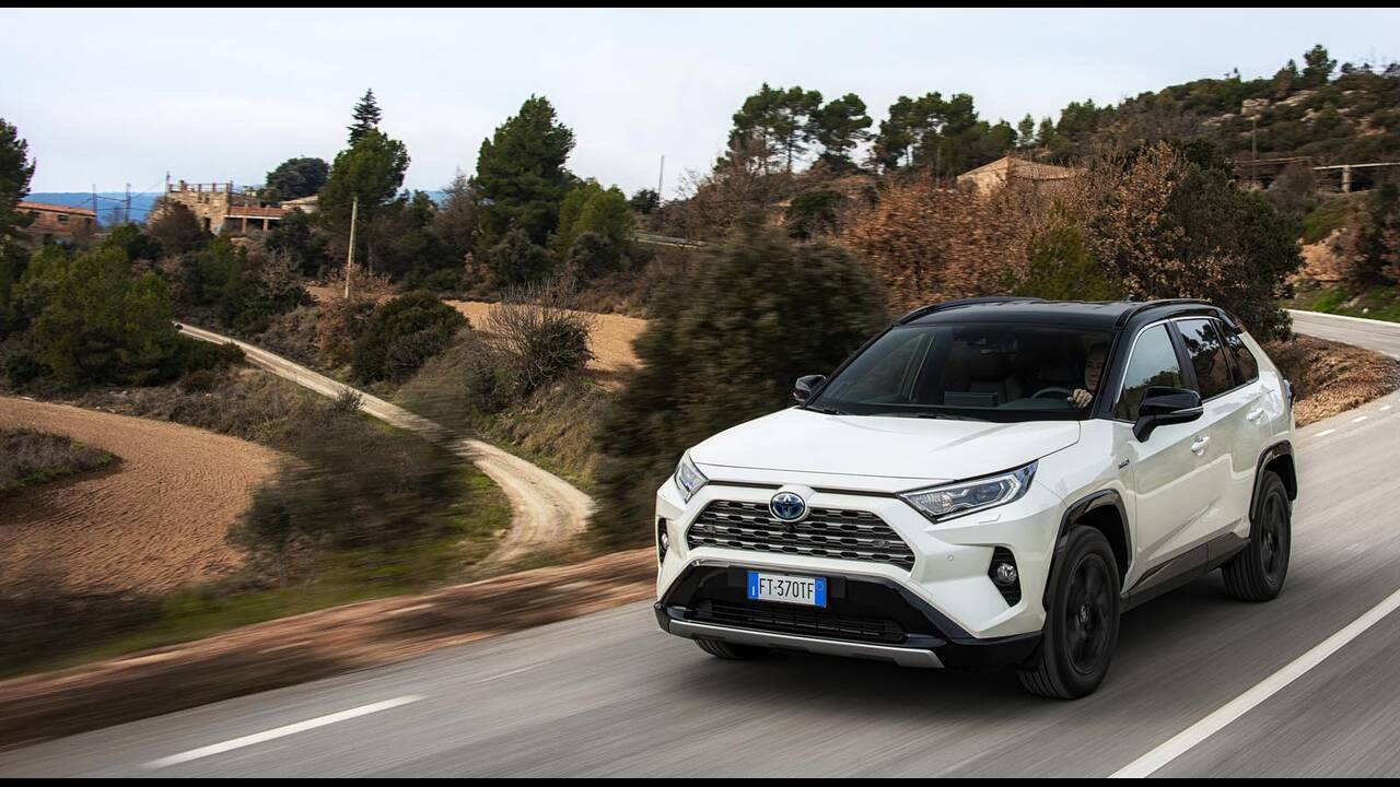 https://cdn.cnngreece.gr/media/news/2019/01/27/163491/photos/snapshot/TOYOTA-RAV4-2019-6.jpg