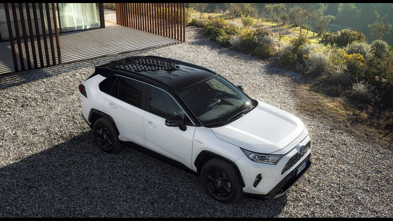 https://cdn.cnngreece.gr/media/news/2019/01/27/163491/photos/snapshot/TOYOTA-RAV4-2019-7.jpg