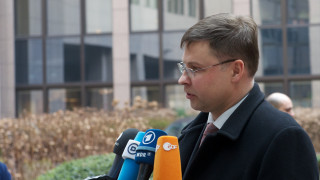 Ντομπρόβσκις: Λεπτή άσκηση η ελληνική επιστροφή στις αγορές