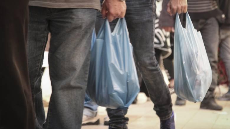 Πλαστική σακούλα: «Ναι μεν, αλλά» από τις περιβαλλοντικές οργανώσεις για τη μείωση της χρήσης της