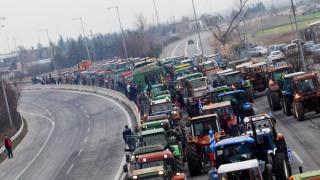 Στους δρόμους οι αγρότες: Κλειστή η εθνική οδός Αθηνών-Θεσσαλονίκης