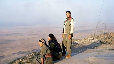 Οι γυναίκες πίσω από τα όπλα: Οι μαχήτριες των κουρδικών δυνάμεων συστήνονται