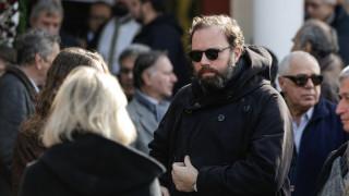 Ο Γιώργος Λάνθιμος αποχαιρέτησε τον πατέρα του Αντώνη - Πλήθος κόσμου στην κηδεία