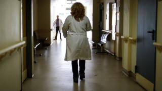 Συναγερμός στην Καστοριά: Στο νοσοκομείο 300 άτομα - Το ΚΕΕΛΠΝΟ ψάχνει την αιτία