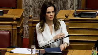Αχτσιόγλου: Xωρίς την έγκριση των δανειστών η αύξηση του κατώτατου μισθού