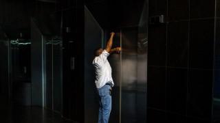 Οικιακή βοηθός έμεινε εγκλωβισμένη σε ασανσέρ για ένα ολόκληρο Σαββατοκύριακο