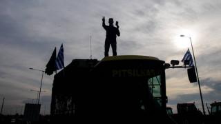 Κλήτευσαν αγρότες για το μπλόκο στη Νίκαια - «Δώστε στον Τσίπρα το νόμπελ αυταρχισμού!»