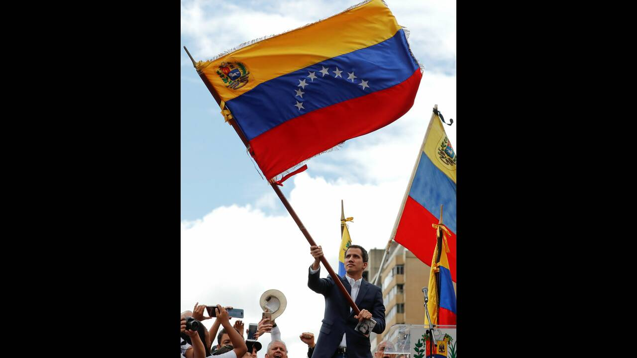 https://cdn.cnngreece.gr/media/news/2019/01/30/163817/photos/snapshot/2019-01-23T182744Z_1169872255_RC19F8D203B0_RTRMADP_3_VENEZUELA-POLITICS.jpg