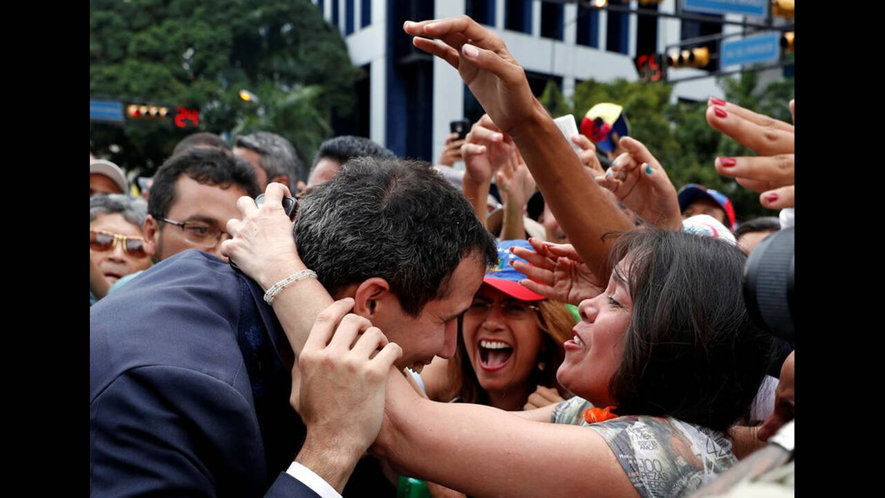 https://cdn.cnngreece.gr/media/news/2019/01/30/163817/photos/snapshot/2019-01-23T184055Z_1939641733_RC1B45426EB0_RTRMADP_3_VENEZUELA-POLITICS.jpg