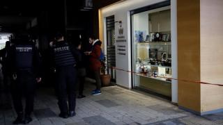 Ληστεία κοσμηματοπωλείου Μεσογείων: Δύο οι δράστες - Απείλησαν τον υπάλληλο με Uzi