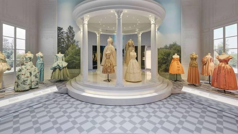 Dior: Η μεγαλειώδης έκθεση στο Μουσείο Victoria & Albert  του Λονδίνου ανοίγει τις πόρτες της