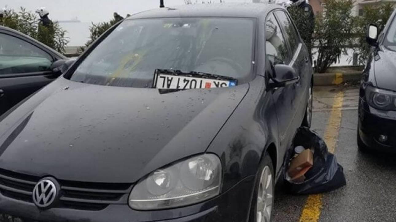 Θεσσαλονίκη: Είδαν σκοπιανές πινακίδες σε αυτοκίνητο και τις... ξήλωσαν