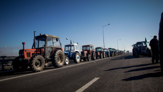 Μπλόκα αγροτών 2019: Κατεβάζουν τα τρακτέρ στη Λάρισα - Παραμένουν στα μπλόκα
