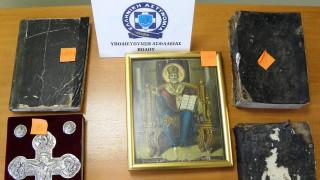 Βόλος: Έκρυβε στο σπίτι του... λείψανα αγίων και δισκοπότηρα