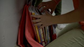 Βόλος: «Κύμα» αλληλεγγύης για το κορίτσι που διάβαζε στο δρόμο γιατί τους έκοψαν το ρεύμα