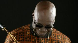 Συναυλία: O θρύλος του afrobeat, Manu Dibango, στη σκηνή του Gazarte