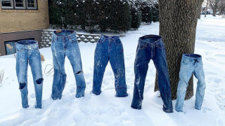 Απίστευτες εικόνες στις ΗΠΑ: Βγάζουν τα ρούχα τους στο κρύο και στέκονται όρθια!