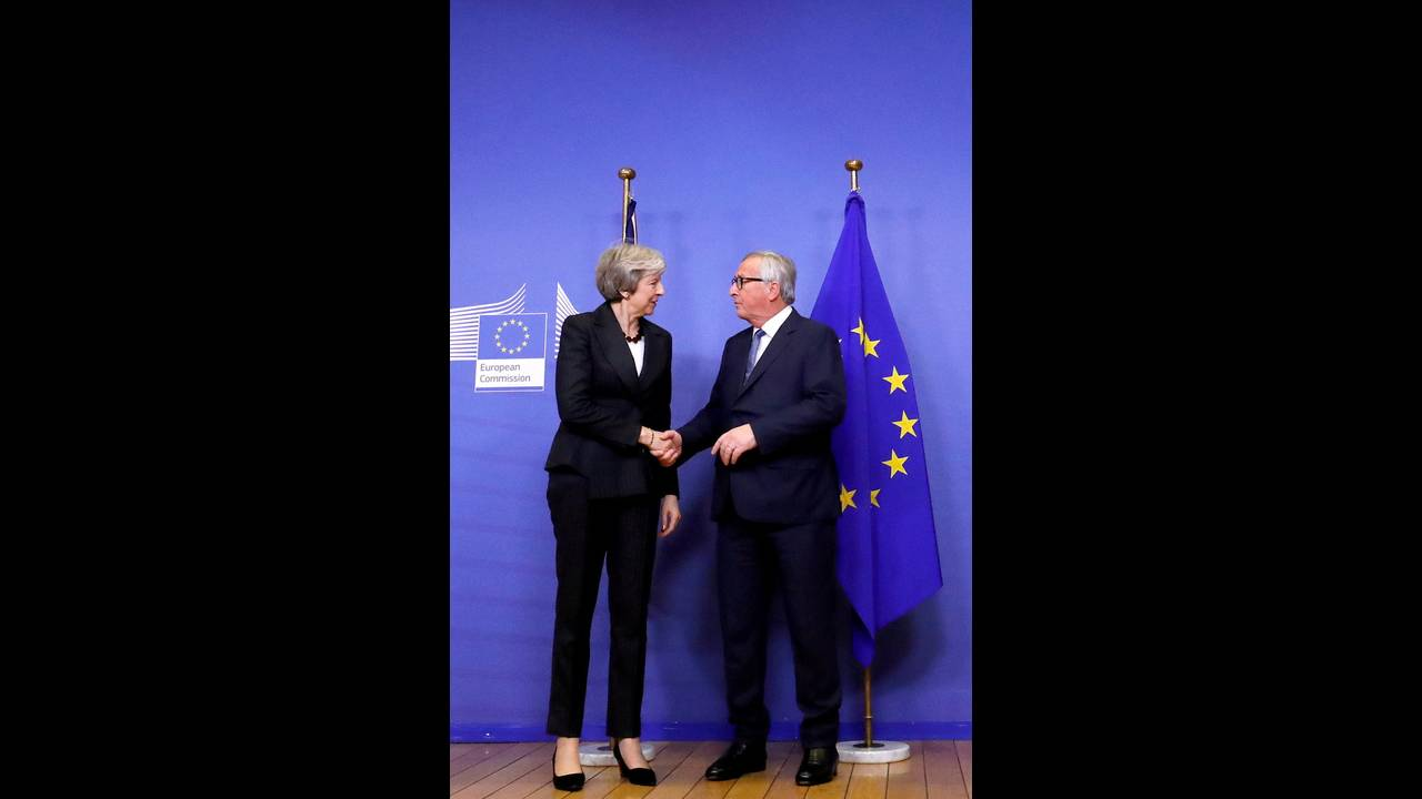 https://cdn.cnngreece.gr/media/news/2019/02/01/164148/photos/snapshot/2018-11-21T173923Z_979584080_RC15C5FF6110_RTRMADP_3_BRITAIN-EU.jpg